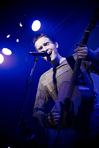pictures taken by studio brussels at the show.  Taken from Jonsi's Website.